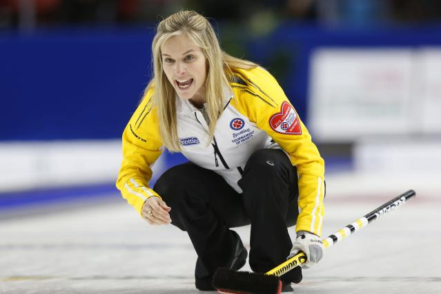 Manitoba skip Jennifer Jones reacts to her shot in her gold medal game against Alberta during the Scotties Tournament of Hearts in Moose Jaw, Saskatchewan, February 22, 2015. REUTERS/Todd Korol (CANADA - Tags: SPORT CURLING)
