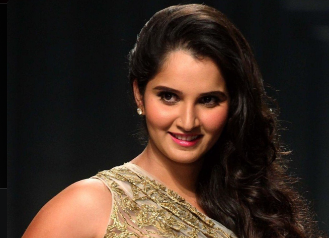 Sania Mirza: This Indian tennis sensation brought the nose ring back to fashion in the early 2000s. Not only is this Hyderabadi potti born with ineffably natural good looks, along with skills in tennis, she has fashion sense good enough to make her a super model. Now you know why we often see her treading the ramp of the most eminent designers like Manish Malhotra.