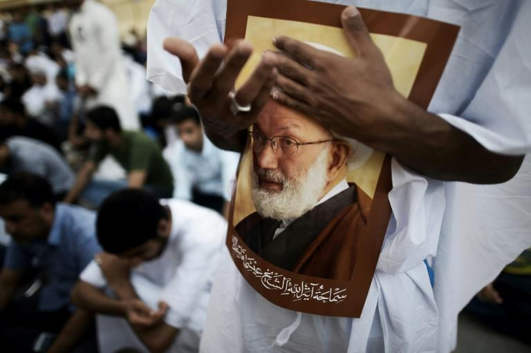 Bahrain security forces push into Shi'ite leader's home village