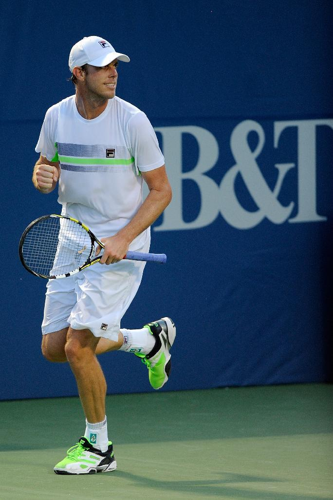 Tennis - Isner through as Querrey topples Anderson