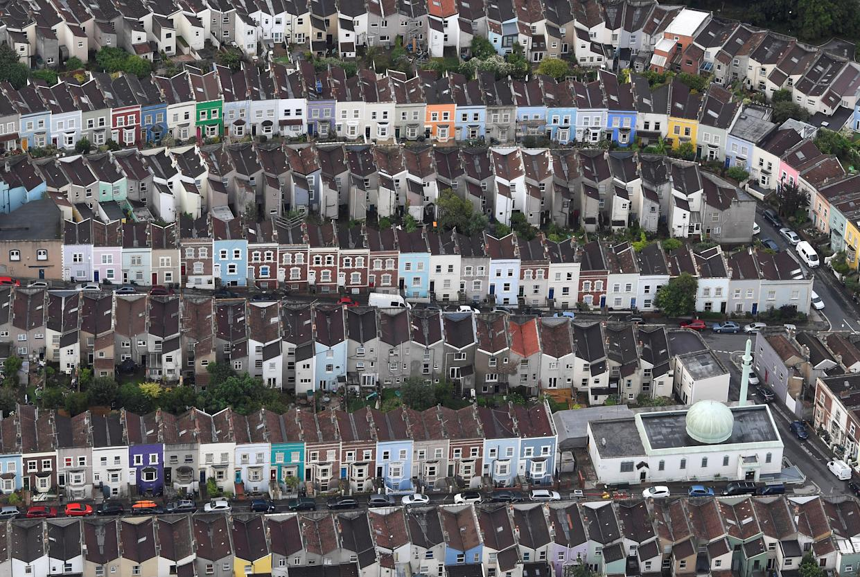 A mosque is seen amongst residential housing from the air during a mass take off at the annual Bristol hot air balloon festival in Bristol, Britain, August 8, 2019. REUTERS/Toby Melville     TPX IMAGES OF THE DAY