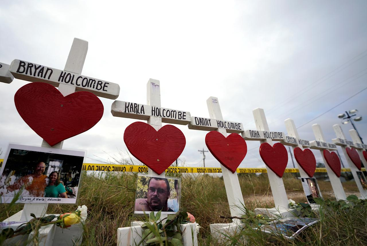 <p>A line of crosses in remembrance of the eight members of the Holcombe family killed in the shooting at the First Baptist Church of Sutherland Springs, Texas, Nov. 9, 2017. (Photo: Rick Wilking/Reuters) </p>