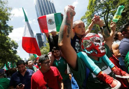 Soccer Football - FIFA World Cup - Group F - Germany v Mexico - Mexico City, Mexico - June 17, 2018 - Mexican fans celebrate at the Angel of Independence monument. REUTERS/Gustavo Graf