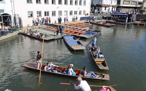 Cambridge punt war reaches High Court as council bans company from taking tourists on river