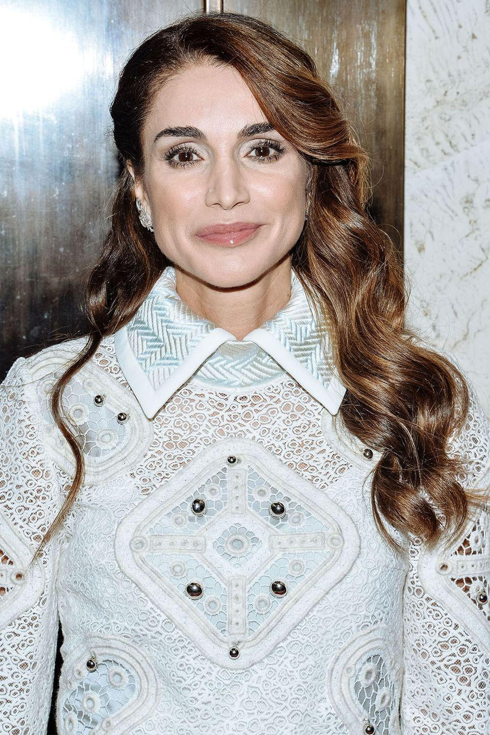 <p>Queen Rania's shiny waves in 2016.</p>