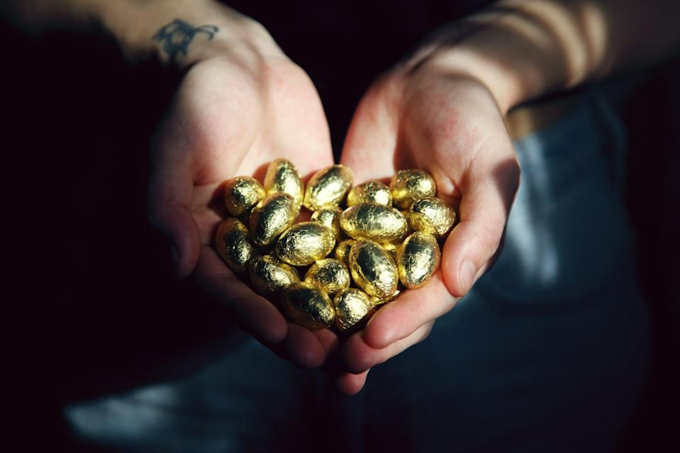 "<p> Although it's not real gold, chocolate wrapped in a gold wrapper is good enough for us. </p> <p> <a href=""http://media1.popsugar-assets.com/files/2021/02/12/033/n/1922507/21db5d17a2f94bbb_sharon-mccutcheon-dW6dFBoHUu4-unsplash/i/st-patricks-day-zoom-backgrounds.jpg"" class=""link rapid-noclick-resp"" rel=""nofollow noopener"" target=""_blank"" data-ylk=""slk:Download this Zoom background image here."">Download this Zoom background image here.</a> </p>"