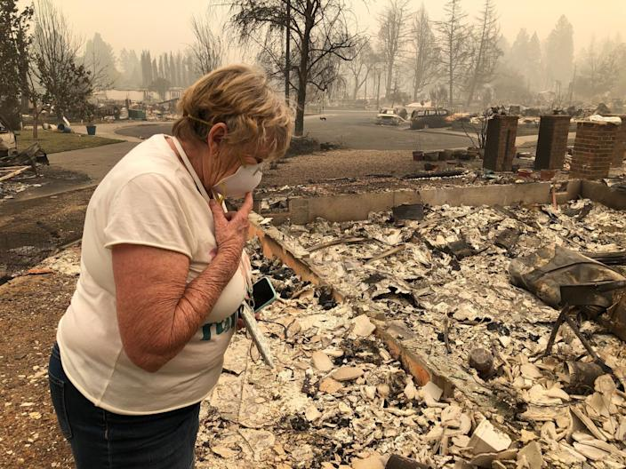 """Susie McMillan, 76, evacuated before a wildfire destroyed her home and had stayed in touch with neighbors from her Orchard Place cul de sac in Phoenix, Ore. <span class=""""copyright"""">(Molly Hennessy-Fiske/Los Angeles Times)</span>"""