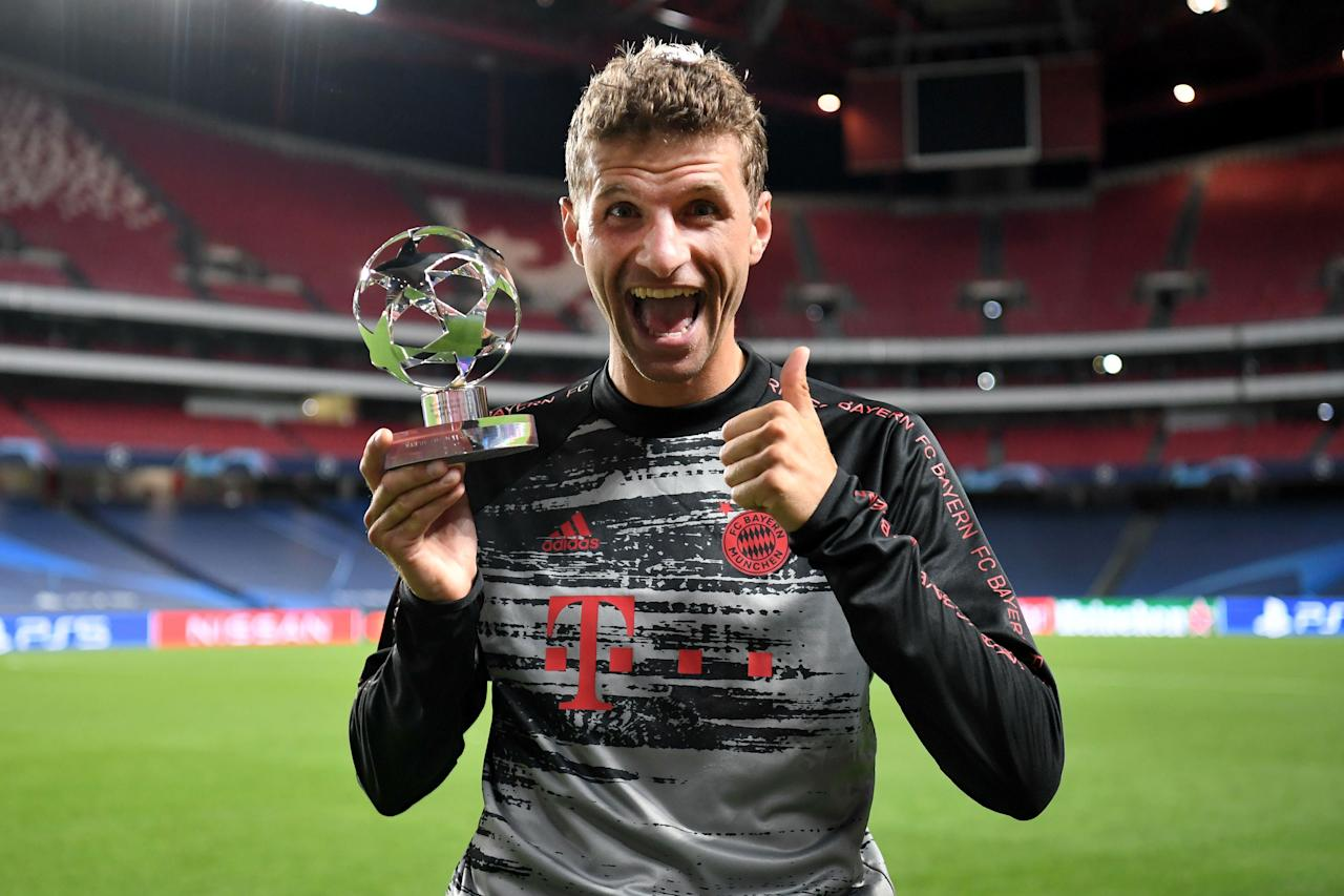 LISBON, PORTUGAL - AUGUST 14: Thomas Mueller of FC Bayern Munich poses for a photo with his UEFA Champions League Man of the Match award following the UEFA Champions League Quarter Final match between Barcelona and Bayern Munich at Estadio do Sport Lisboa e Benfica on August 14, 2020 in Lisbon, Portugal. (Photo by Michael Regan - UEFA/UEFA via Getty Images)