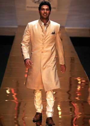 Yuvraj Singh walks the ramp in a design by Raghavendra Rathore.