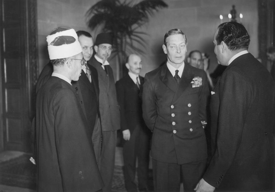 21st November 1944:  King George VI (1895 - 1952) meets Sheikh Ali Adbel Kader at Regents Park Lodge in London.  (Photo by Reg Speller/Fox Photos/Getty Images)