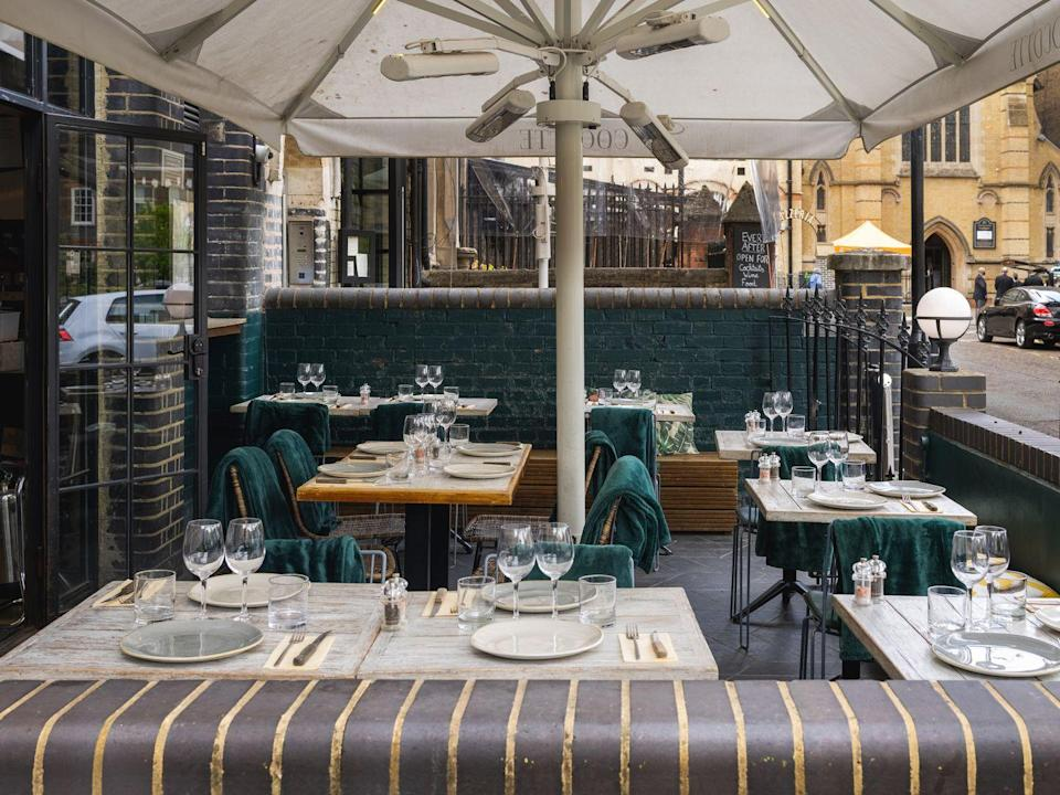 """<p>A roast chicken isn't just for Sundays. At <a href=""""https://www.mycocotte.uk/shoreditch"""" rel=""""nofollow noopener"""" target=""""_blank"""" data-ylk=""""slk:Cocotte"""" class=""""link rapid-noclick-resp"""">Cocotte</a>, it's the main feature on the menu all week round with an array of sauces and delicious sides like truffle mac'n'cheese. Expect heaters, blankets and cover to shelter you from the British weather.</p>"""
