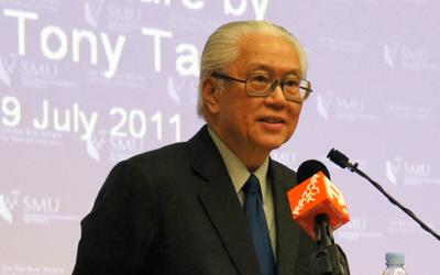 """Presidential hopeful Tony Tan explains his view of a """"Singaporeans first"""" policy. (Yahoo! photo)"""