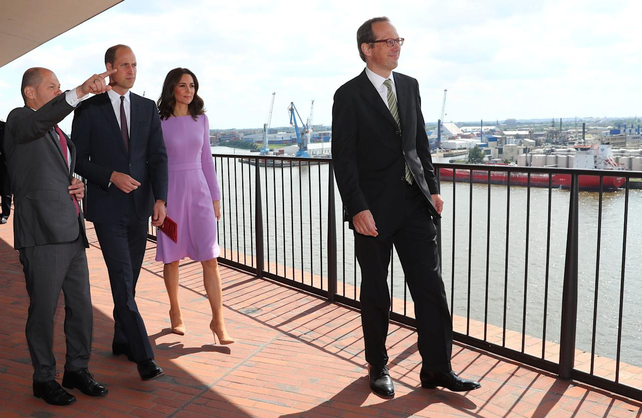 Britain's Prince William, the Duke of Cambridge and his wife Princess Kate, the Duchess of Cambridge, visit the Elbphilharmonie in Hamburg, Germany, July 21, 2017 together with Hamburg Mayor Olaf Scholz and director Christoph Lieben-Seutter.    REUTERS/Christian Charisius/POOL