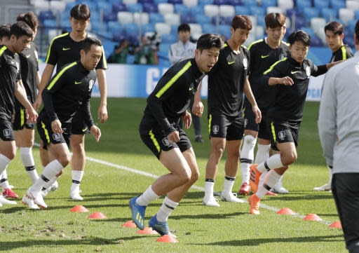 South Korea's Son Heung-min, center, runs during South Korea's official training on the eve of the group F match between Sweden and South Korea at the 2018 soccer World Cup in the Nizhny Novgorod stadium in Nizhny Novgorod, Russia, Sunday, June 17, 2018. (AP Photo/Lee Jin-man)