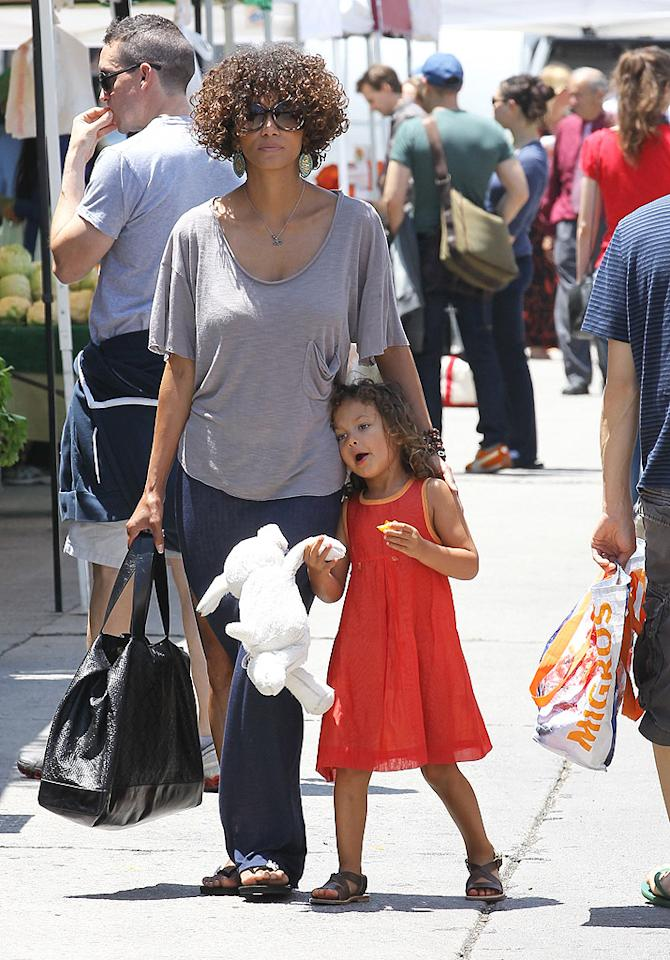 Halle Berry and her 4-year-old daughter Nahla snacked on fruit while strolling through the Beverly Hills Farmers Market. (5/13/2012)