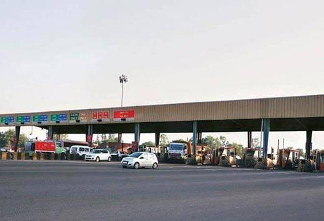 Karnataka doctor gets shock of his life after toll agent deducts Rs 4 lakh instead of Rs 40