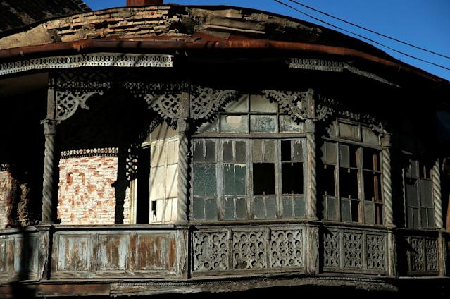 <p>An old house under restoration is seen in the old town, Tbilisi, Georgia, April 4, 2017. (Photo: David Mdzinarishvili/Reuters) </p>