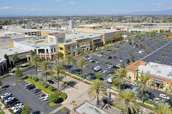 "Bella Terra Mall in Huntington Beach opened Monday after Gov. Gavin Newsom issued new guidelines for easing coronavirus-related restrictions. <span class=""copyright"">(Allen J. Schaben / Los Angeles Times)</span>"