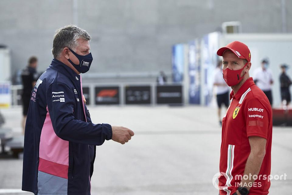 "Otmar Szafnauer, Team Principal y CEO, Racing Point y Sebastian Vettel, Ferrari<span class=""copyright"">Steve Etherington / Motorsport Images</span>"