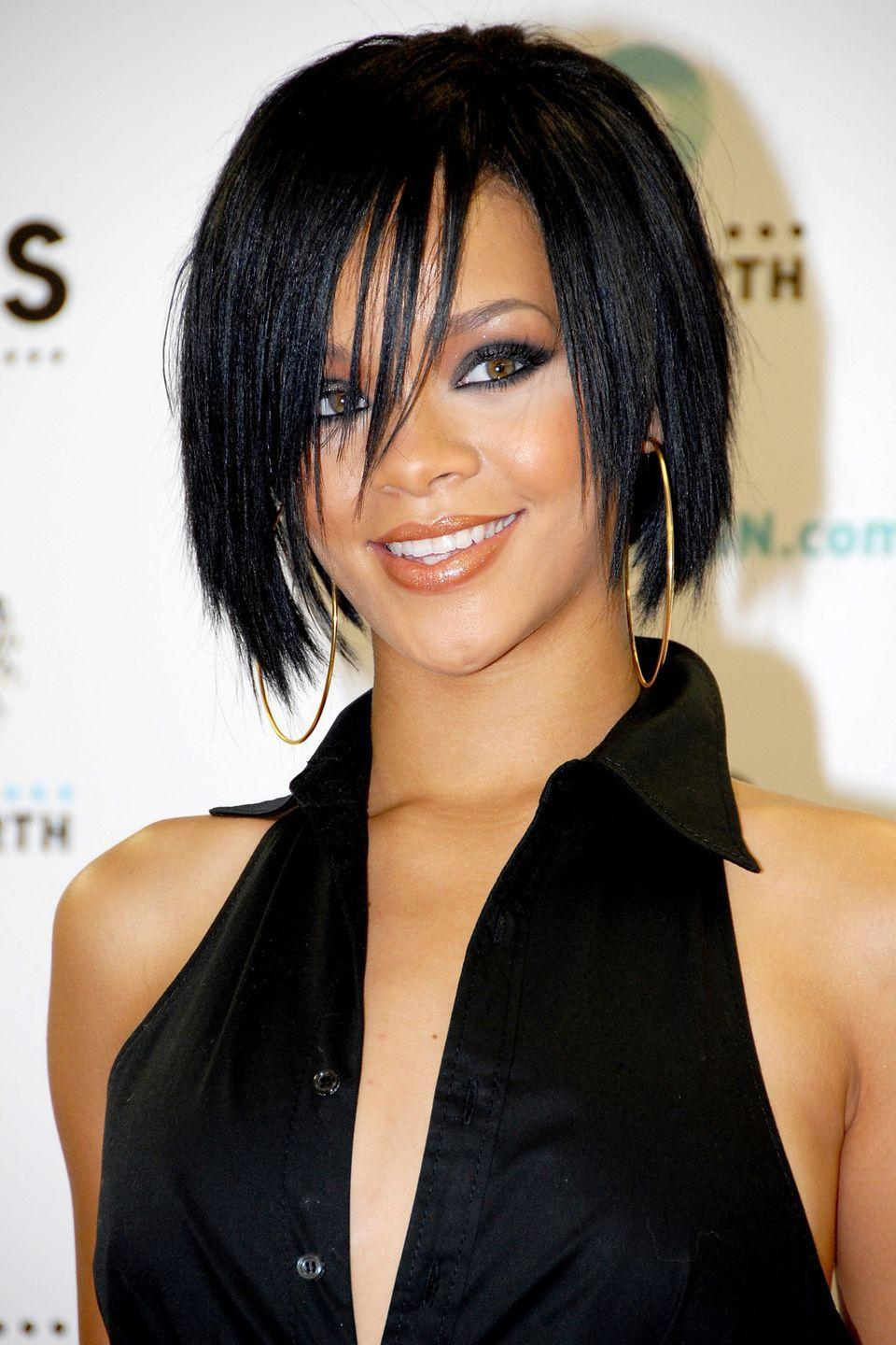 <p>Rihanna wears her bob layered and straight. </p>