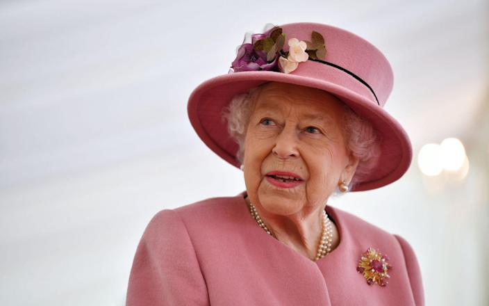 The Queen speaks with staff during a visit to the Defence Science and Technology Laboratory at Porton Down science park near Salisbury, southern England, on October 15, 2020 - AFP