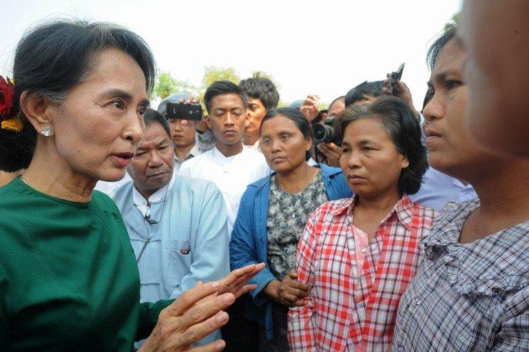 Myanmar pro-democracy icon Aung San Suu Kyi (L) speaks with villagers in Monywa northern Myanmar on March 14, 2013