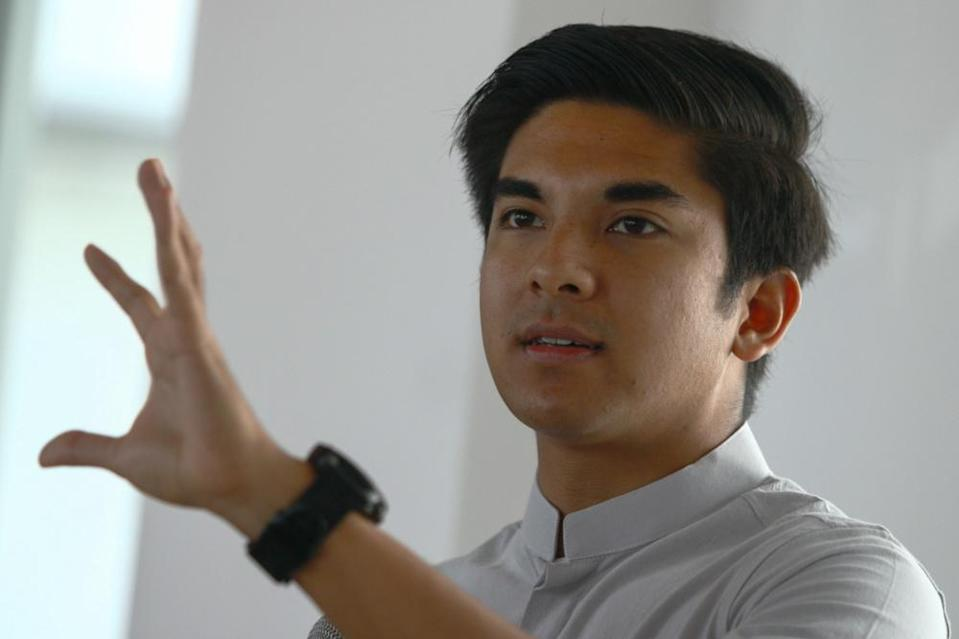 Syed Saddiq Syed Abdul Rahman today announced that he is withdrawing his legal suit challenging his removal from the party. — Bernama pic