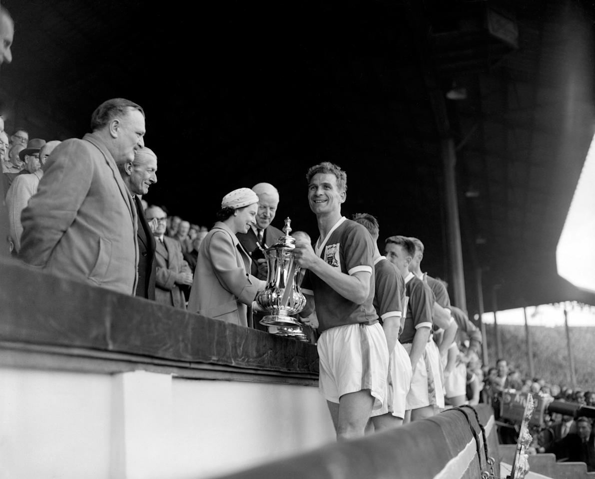 <p>The Queen presents the FA Cup to Nottingham Forest Captain Jack Burkitt at Wembley Stadium. (PA Archive) </p>