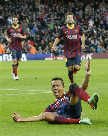 Barcelona's Alexis Sanchez celebrates his third goal during the Spanish first division soccer match against Elche at Camp Nou stadium, in Barcelona January 5, 2014. REUTERS/Gustau Nacarino