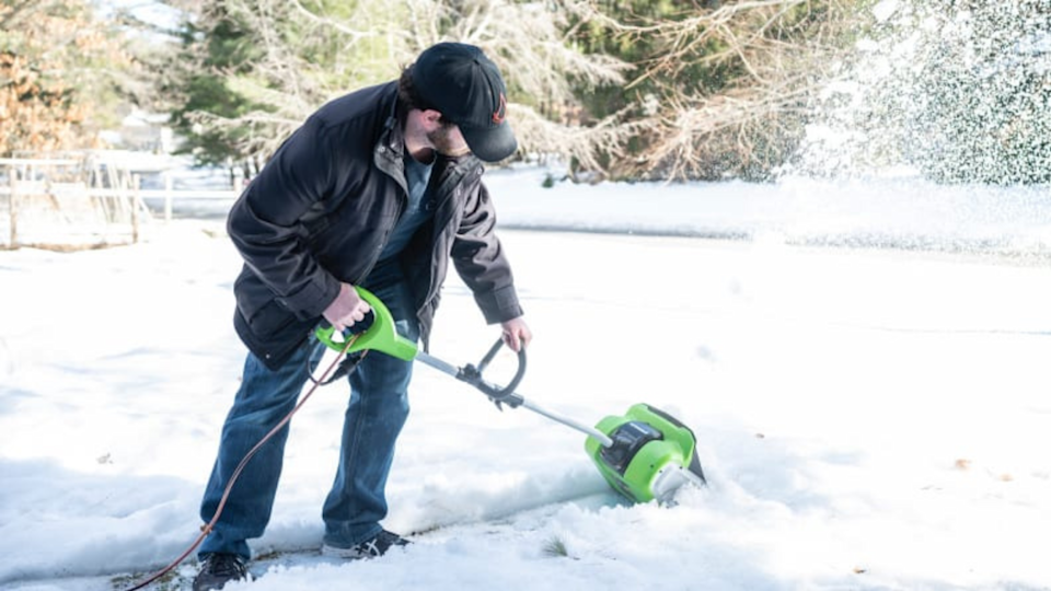 The Greenworks electric snow shovel has the perfect balance of being lightweight, while still having enough force behind it to clear heavy snow.