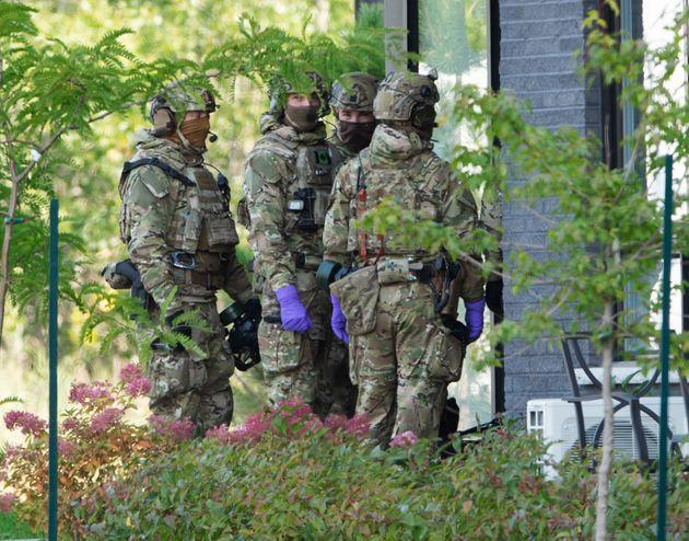 RCMP officers prepare to enter an apartment complex Monday in St-Hubert, Que., in connection with the mailing of ricin to the White House.