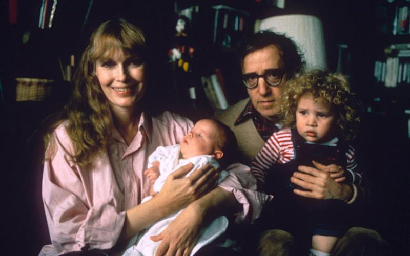 Woody Allen with Mia Farrow and family in 1988 - Rex