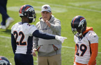 Denver Broncos head coach Vic Fangio, center, speaks with strong safety Kareem Jackson, left, and cornerback Bryce Callahan during NFL football practice at the team's headquarters Tuesday, June 1, 2021, in Englewood, Colo. (AP Photo/David Zalubowski)