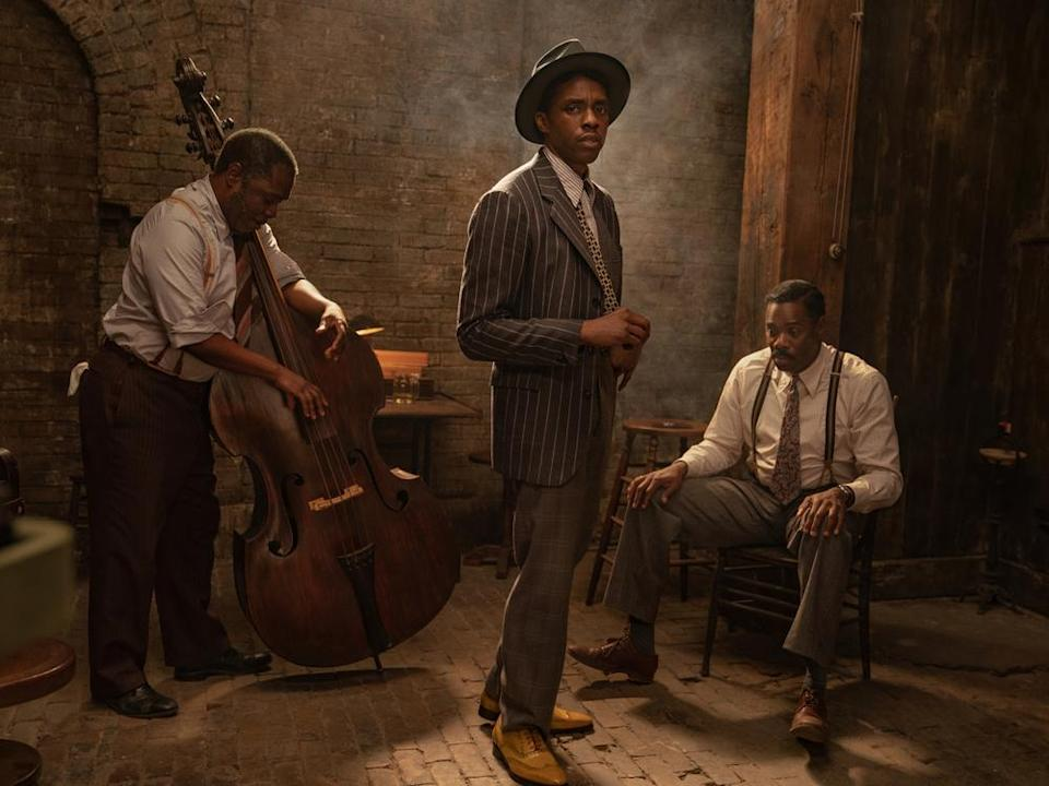 "Chadwick Boseman (Mitte) mit Michael Potts (l.) und Colman Domingo (r.) in ""Ma Rainey's Black Bottom"". (Bild: David Lee / Netflix)"
