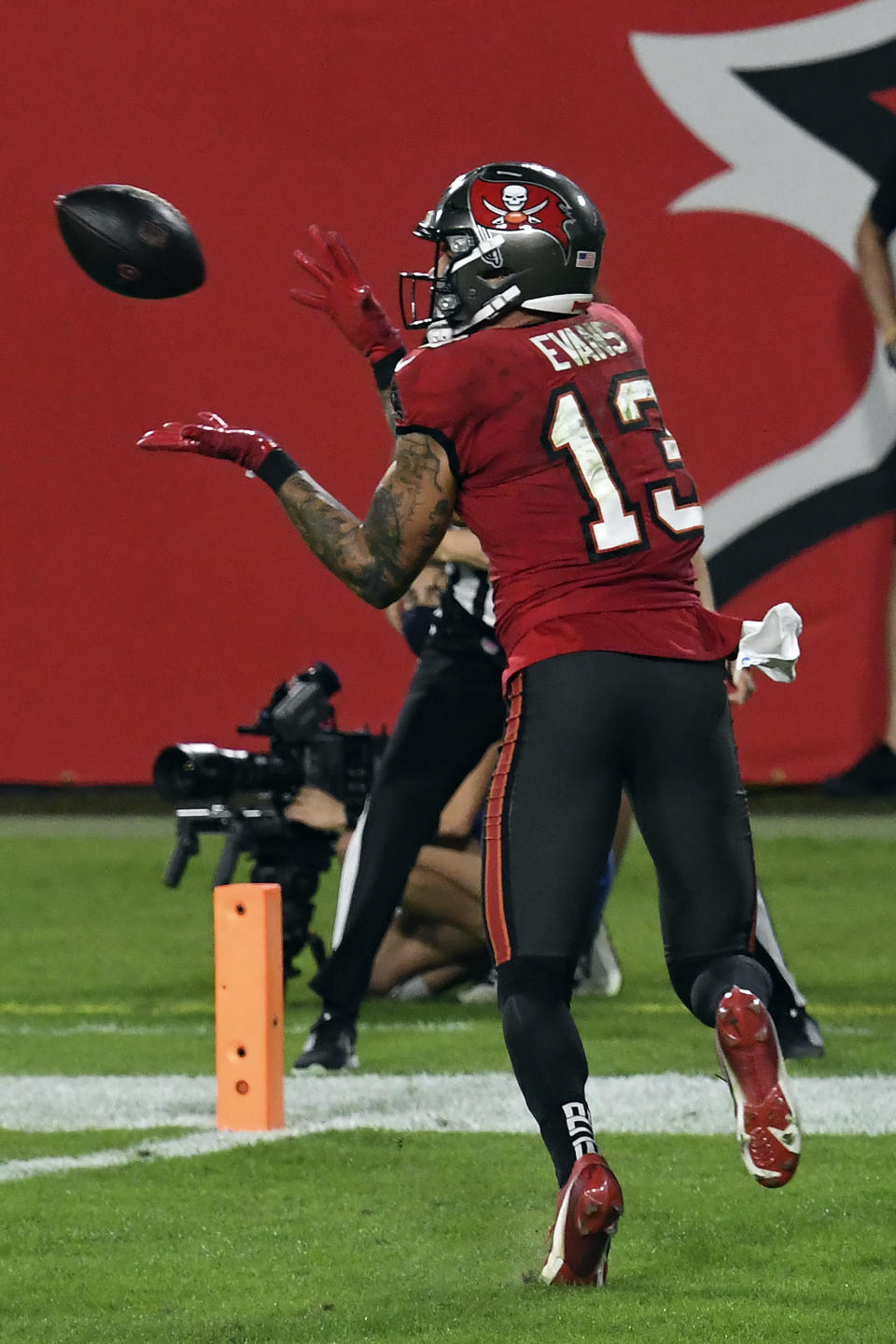 Tampa Bay Buccaneers wide receiver Mike Evans (13) pulls in a touchdown against the Kansas City Chiefs during the second half of an NFL football game Sunday, Nov. 29, 2020, in Tampa, Fla. (AP Photo/Jason Behnken)