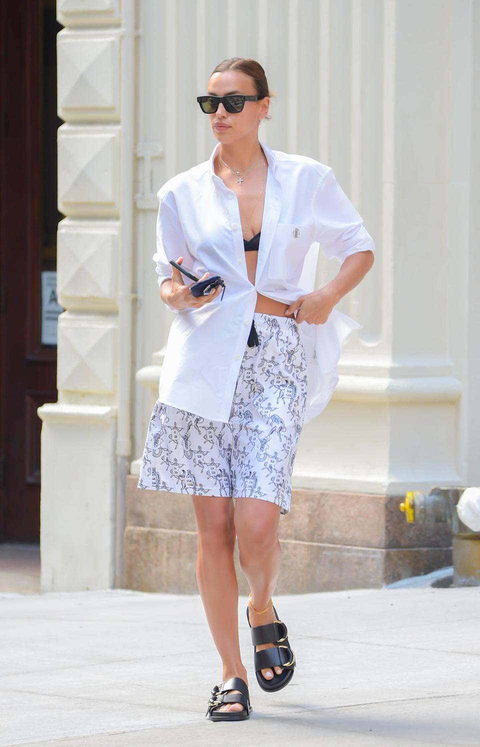 <p>Trust Irina to make an outfit as casual as this sexy.</p>