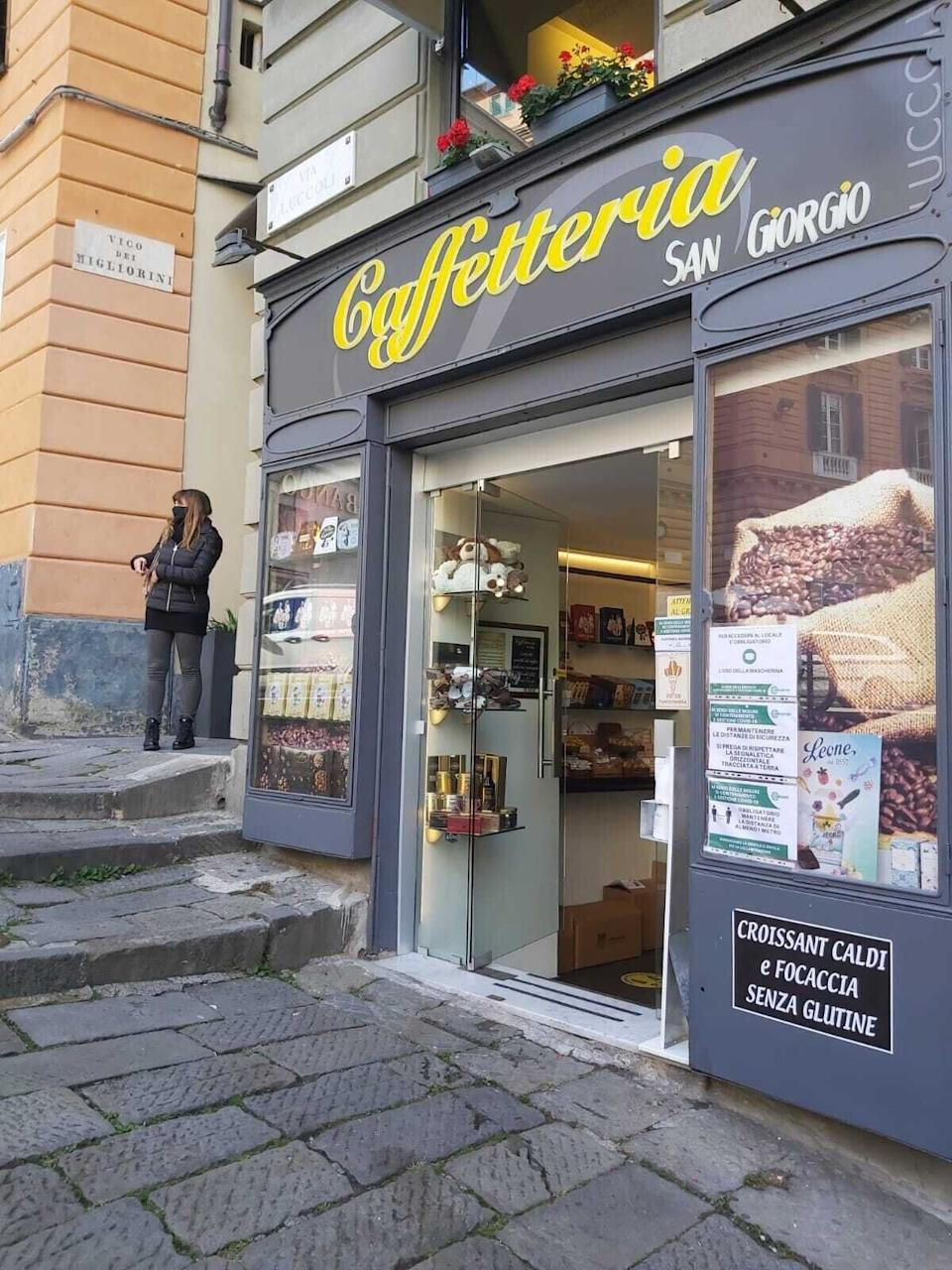 Una caffetteria di via Luccoli (Photo: Huffpost Italy)