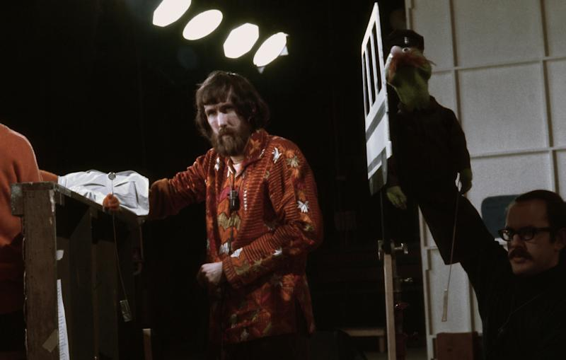 NEW YORK - 1970: Puppeteers Jim Henson (L) holding an 'Anything Muppet' Doctor and frank Oz with an 'Anything Muppet' postman rehearse for an episode of Sesame Street at Reeves TeleTape Studio in 1970 in New York City, New York. (Photo by David Attie/Getty Images)