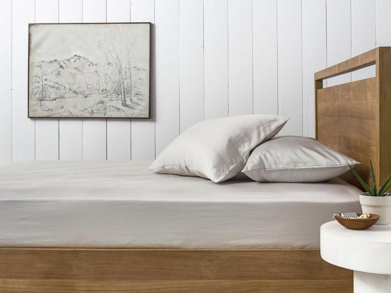 """Nothing makes a guest feel more at home than comfy sheets. Shop these sateen sheets at <a href=""""https://www.parachutehome.com/products/sateen-sheet-set?variant=20442920775"""" target=""""_blank"""">Parachute</a>and top it off with this <a href=""""https://www.allmodern.com/Eddie-Bauer-Edgewood-Plaid-Flannel-Sherpa-Throw-Blanket-ERB1279.html?ds=116826&group_id=1854"""" target=""""_blank"""">on-sale throw from allmodern.com</a>."""