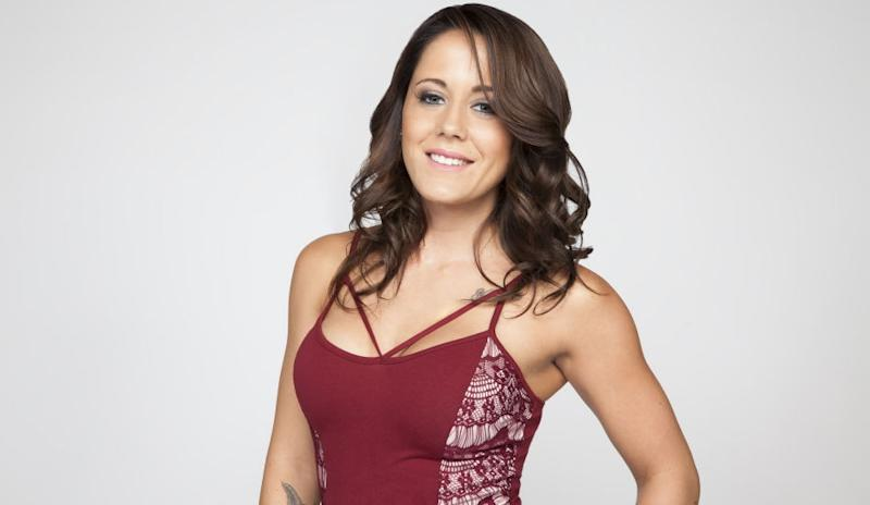 Jenelle Evans poses for 'Teen Mom 2' cast photo.