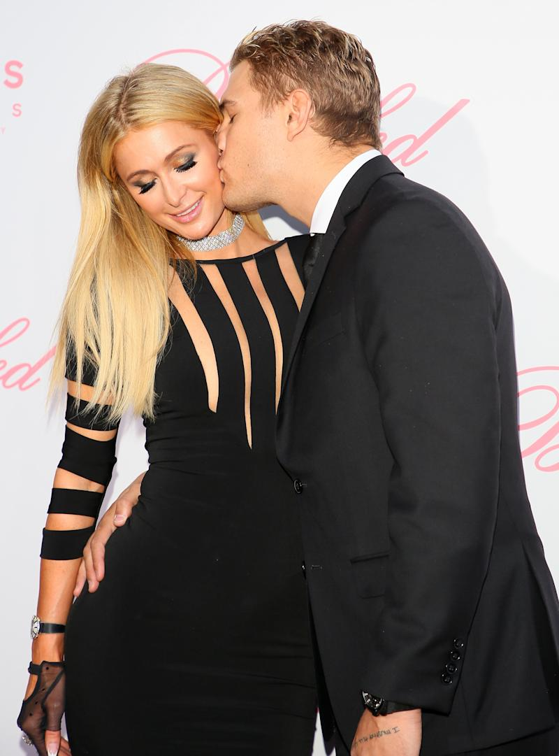 Chris Zyale gives a lovely kiss to his girlfriend Paris Hilton