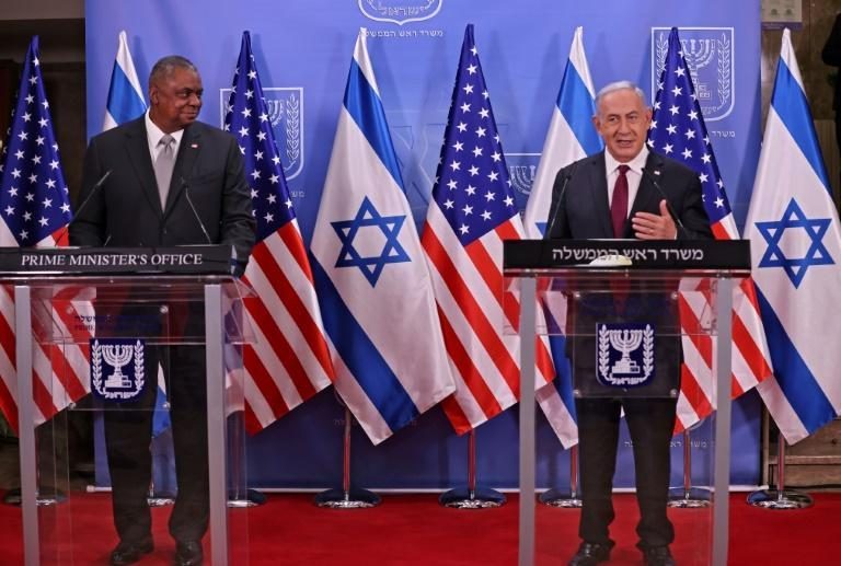 Israeli Prime Minister Benjamin Netanyahu (right) and US Defense Secretary Lloyd Austin in Jerusalem