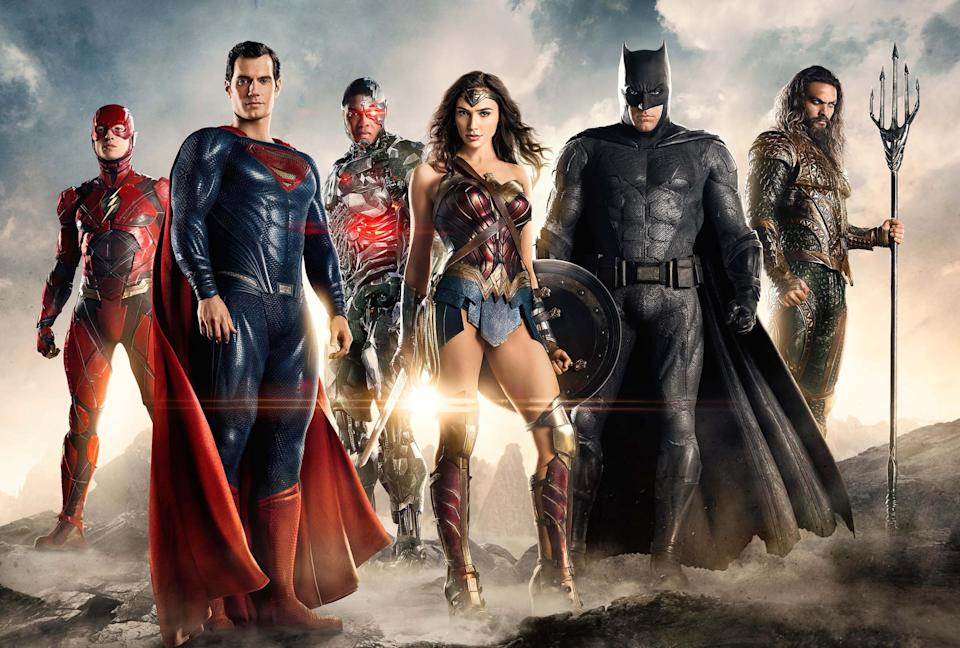 JUSTICE LEAGUE, from left: Ezra Miller as The Flash, Henry Cavill as Superman, Ray Fisher as Cyborg, Gal Gadot as Wonder Woman, Ben Affleck as Batman, Jason Momoa as Aquaman, 2017. ph: Clay Enos/Warner Bros. Pictures/courtesy Everett Collection
