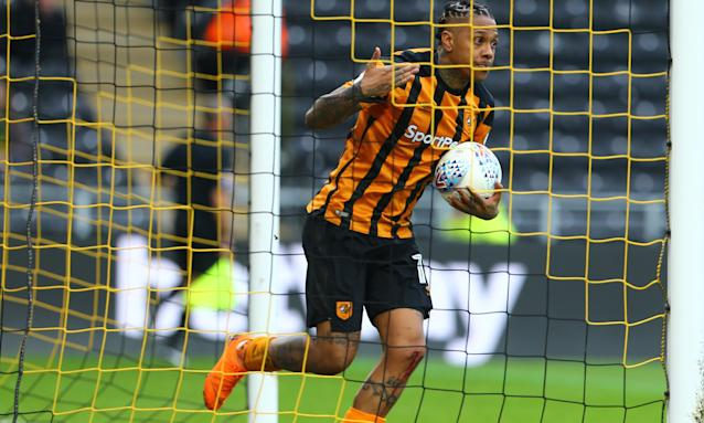 Abel Hernandez scored two penalties of four awarded as Hull eventually beat Norwich 4-3.