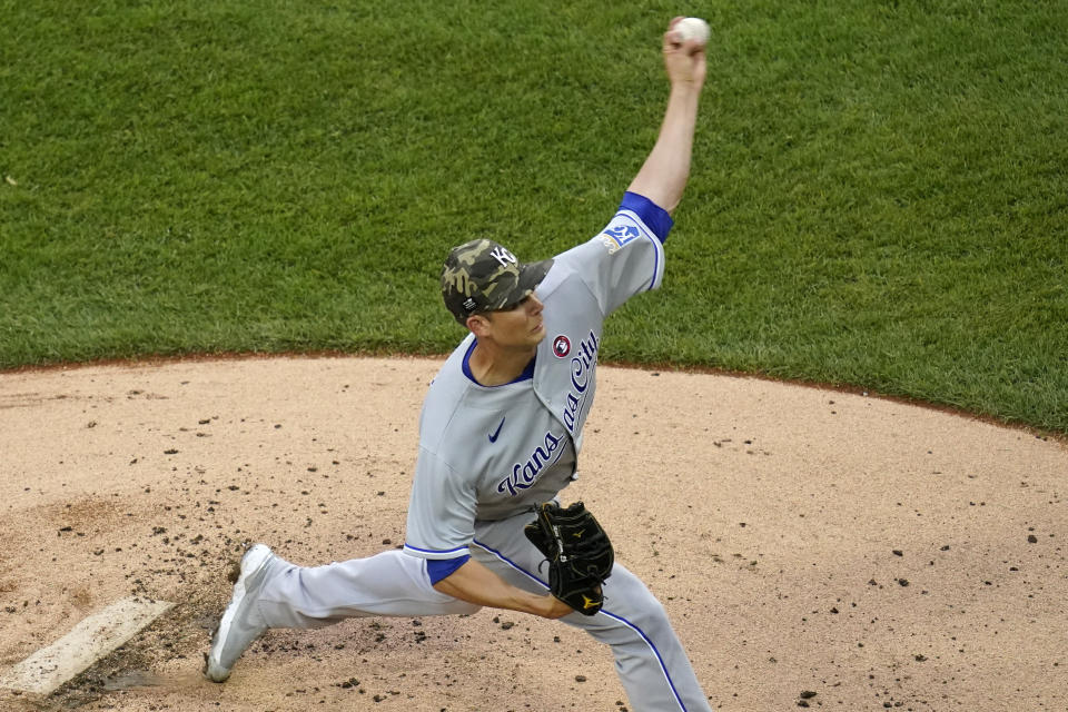 Kansas City Royals starting pitcher Mike Minor throws against the Chicago White Sox during the first inning of a baseball game in Chicago, Saturday, May 15, 2021. (AP Photo/Nam Y. Huh)