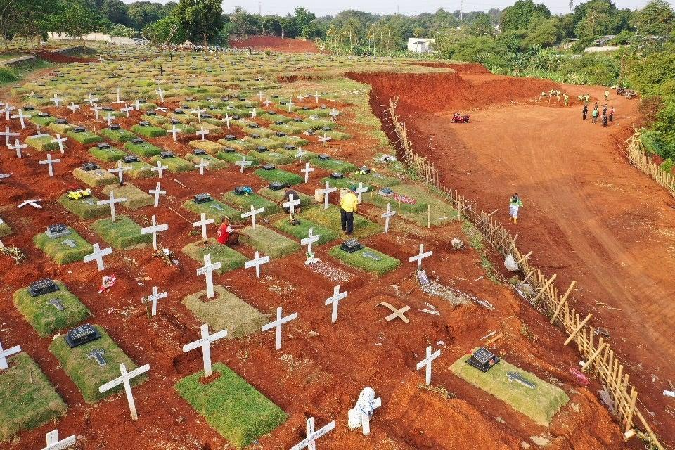 The health protocol violators were not involved in the actual burials (AFP via Getty Images)