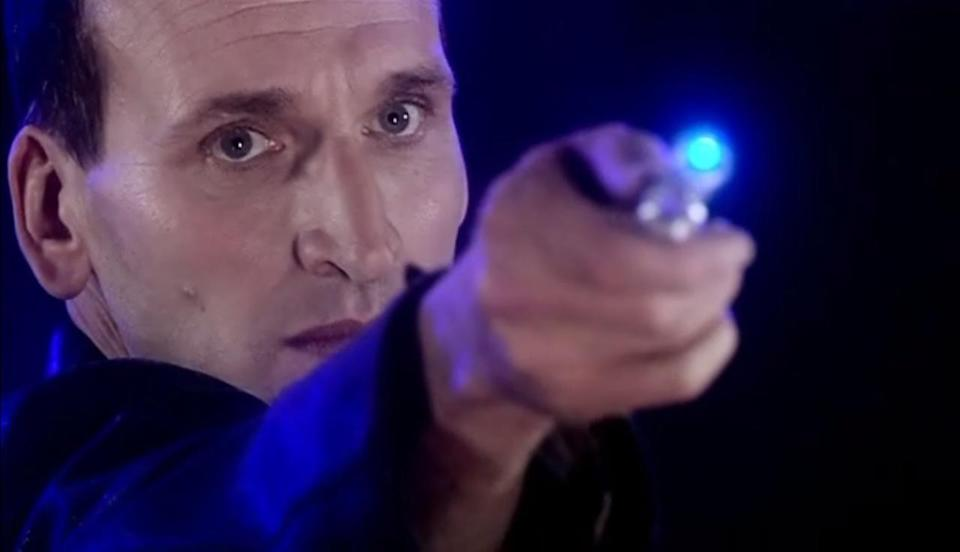 Ninth Doctor points sonic screwdriver