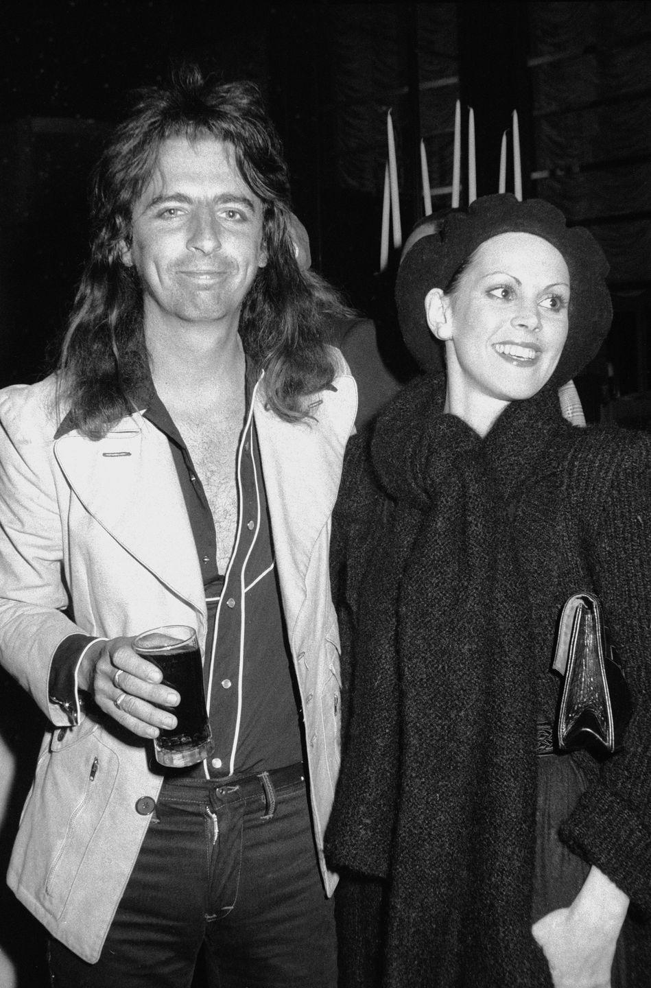 <p>Rock and roll star, Alice Cooper, helps himself to a cocktail while attending a party with girlfriend Cindy Lang in 1970. </p>