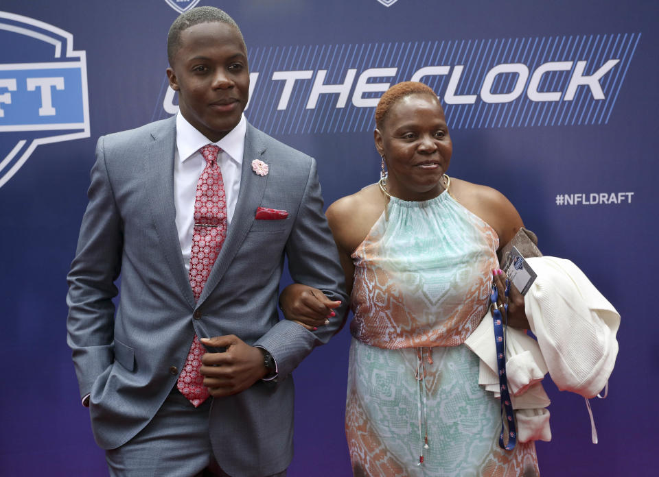 Louisville quarterback Teddy Bridgewater poses for photos with his mother, Rose Murphy, upon arriving for the first round of the 2014 NFL Draft, Thursday, May 8, 2014, in New York. (AP Photo/Craig Ruttle)