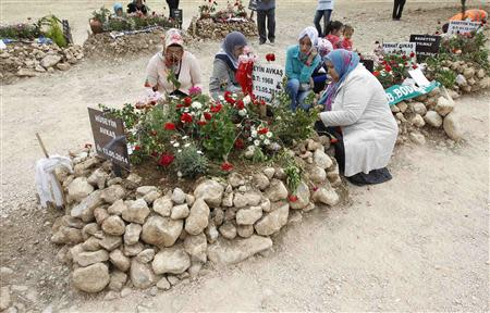 Women mourn at graves for miners who died in Tuesday's mine disaster, at a cemetery in Soma, a district in Turkey's western province of Manisa May 20, 2014. REUTERS/ Osman Orsal